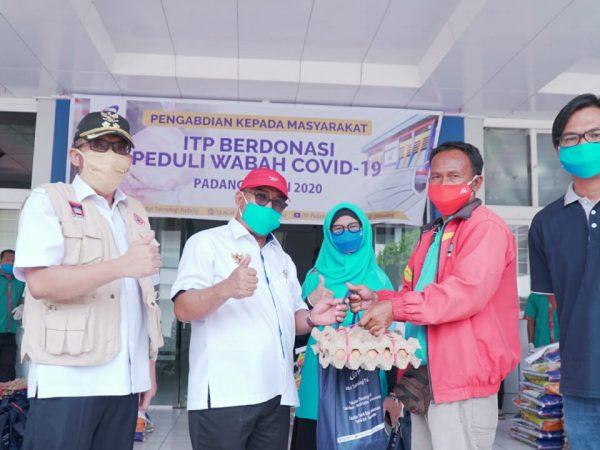 Peduli Covid-19, ITP Bagikan Ratusan Paket Sembako ke Warga Kota Padang